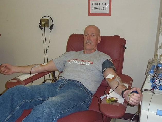 Cars 108's Stu Allen donates platelets