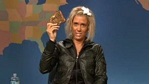 Kristen Wiig impersonates tanning mom on Saturday Night Live