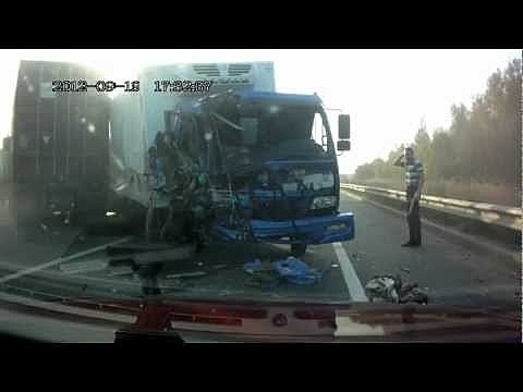 Two semis collide, and no one was hurt