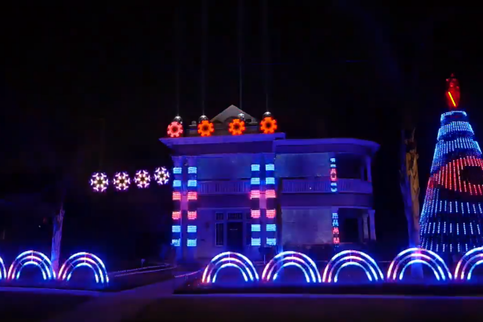 This U0027Star Warsu0027 Christmas Light Show Is U0027Out Of This Galaxyu0027 [VIDEO]